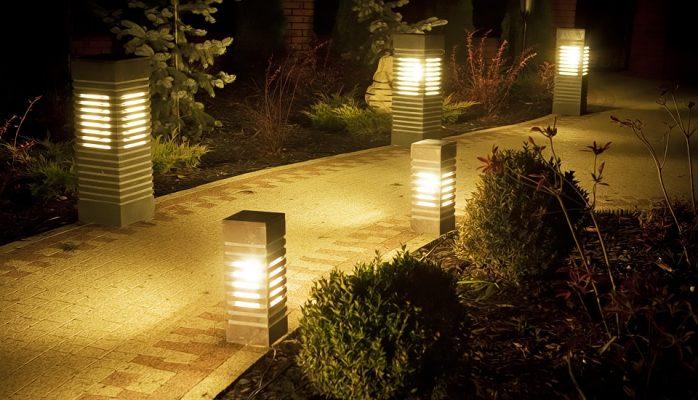 Kamenné záhradné lampy